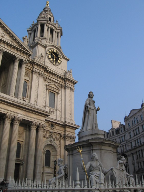 Statue in front of St. Paul's