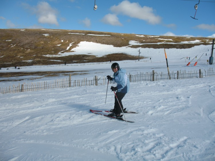 Heena learns to ski